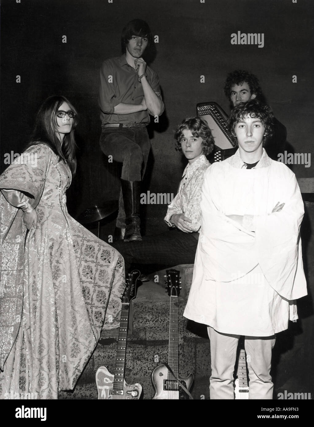 FAIRPORT CONVENTION UK group in 1967 From left Judy Dyble, Simon Nicol, Martin Lamble, Ashley Hitchings at back and Richard Thom - Stock Image