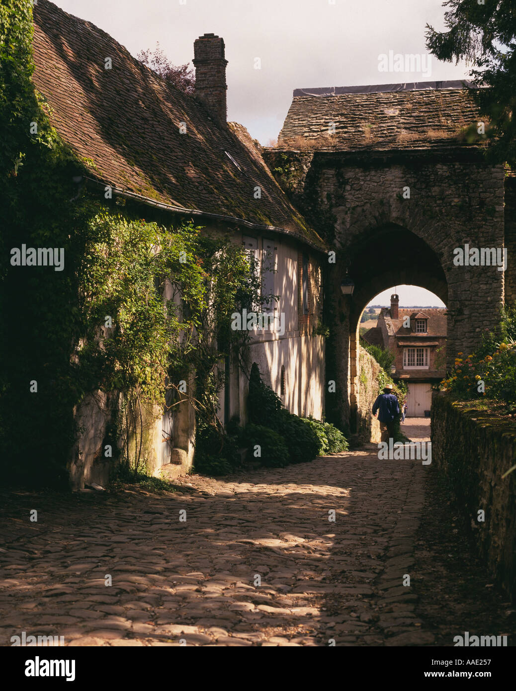 COBBLED RURAL VILLAGE STREET GERBEROY PICARDY FRANCE Stock Photo