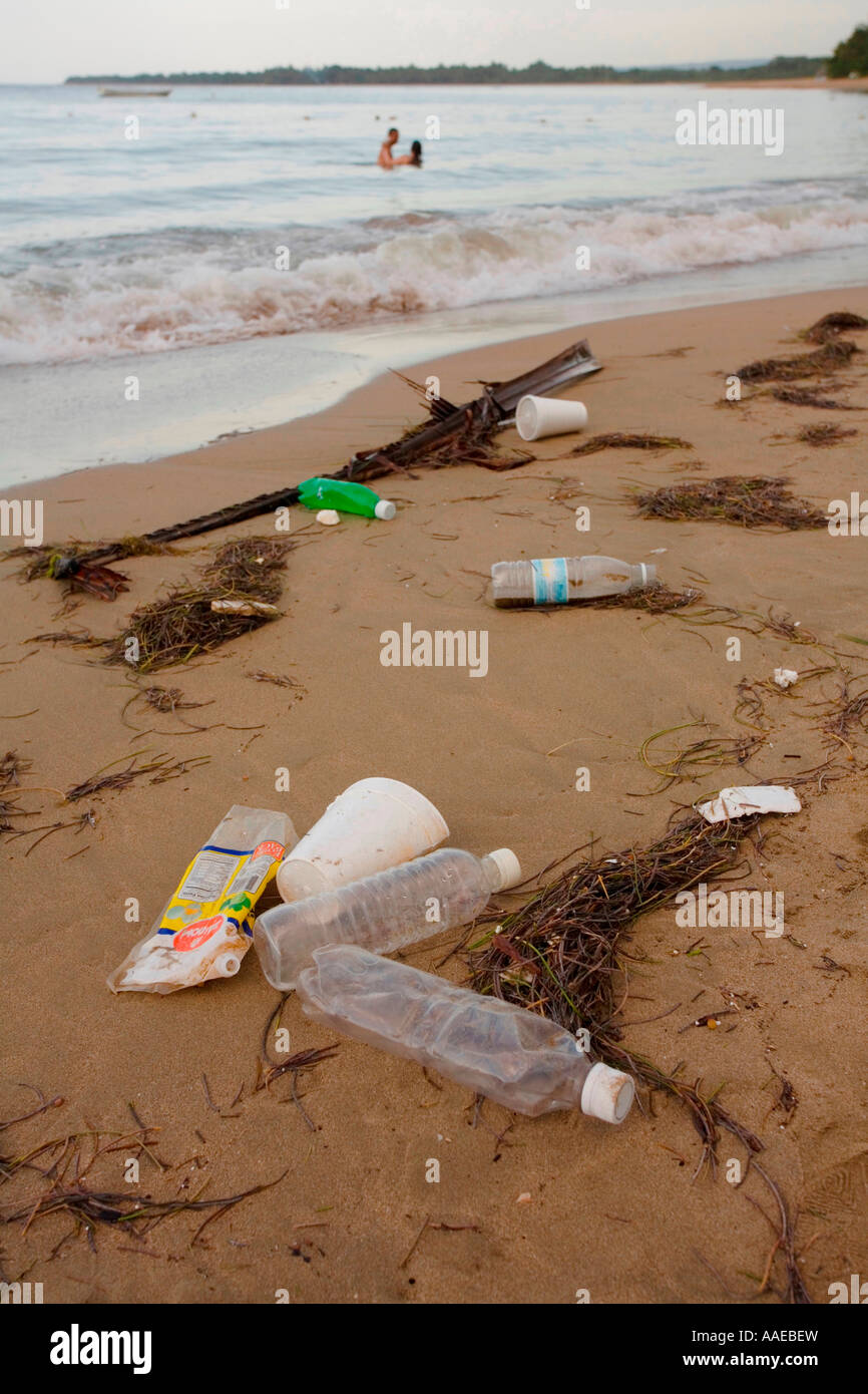 Plastic and other waste washed up along beach in the Dominican Republic - Stock Image