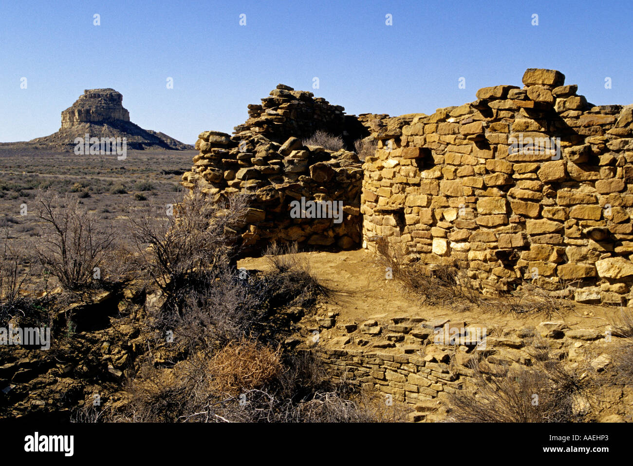 Una Vida Fajada Butte is a key landmark at Chaco Culture National Historical Park, Chaco Canyon, New Mexico USA - Stock Image