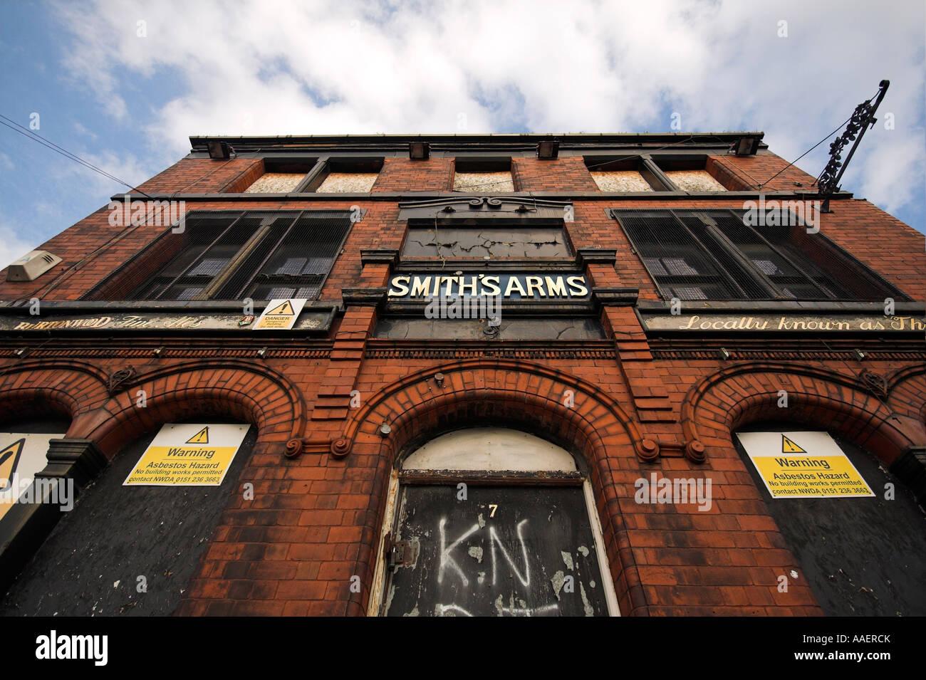 Derelict pub, Smiths Arms public house, Sherratt Street, Ancoats, Manchester, UK - Stock Image