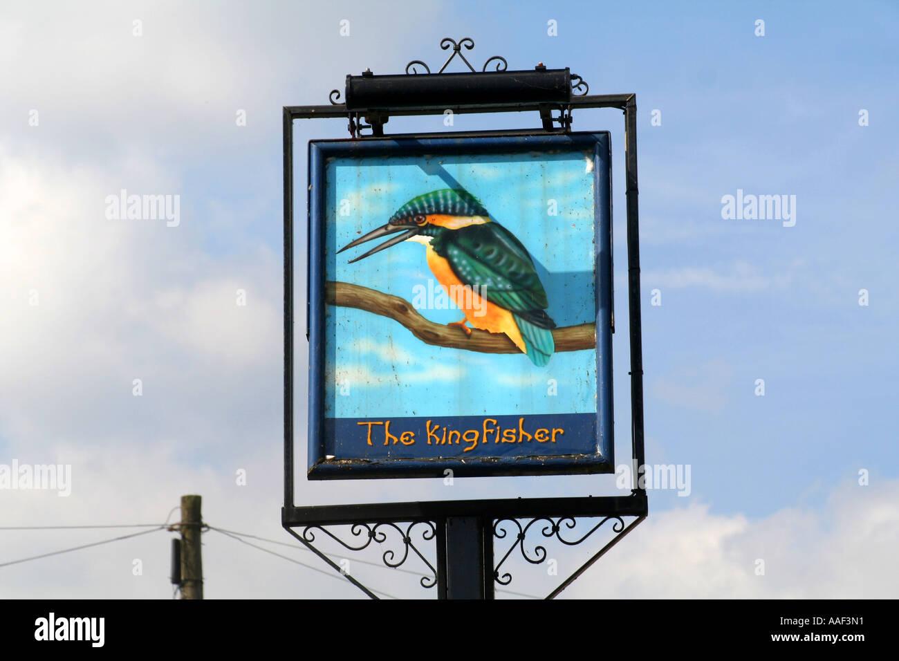 https://c8.alamy.com/comp/AAF3N1/pub-sign-from-the-now-demolished-kingfisher-pub-in-broxbourne-hertfordshire-AAF3N1.jpg