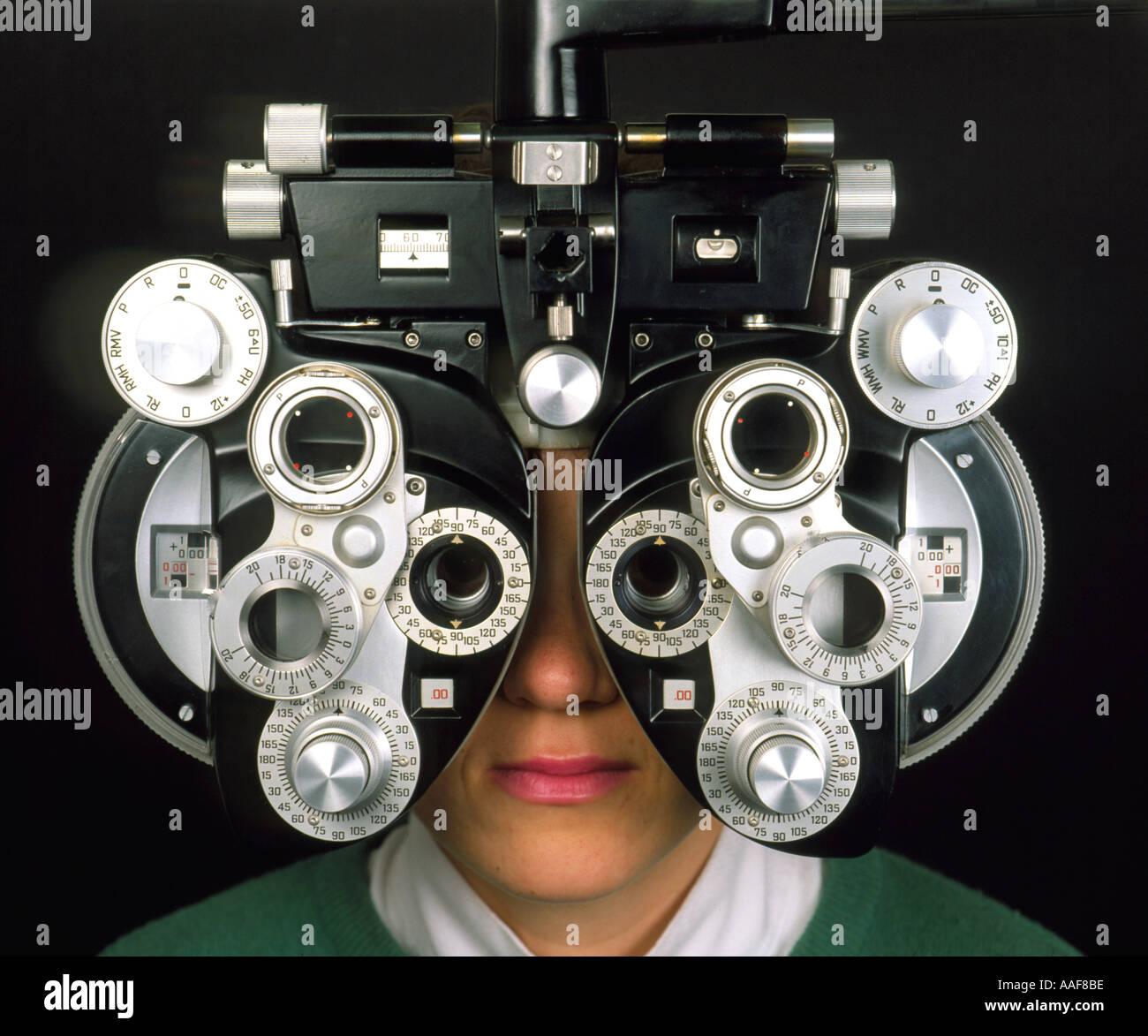Eye test optician, vision, vision screening, Augentest beim Optiker, Sehen, Sehtest, eye specialist investigation dioptrisch Stock Photo