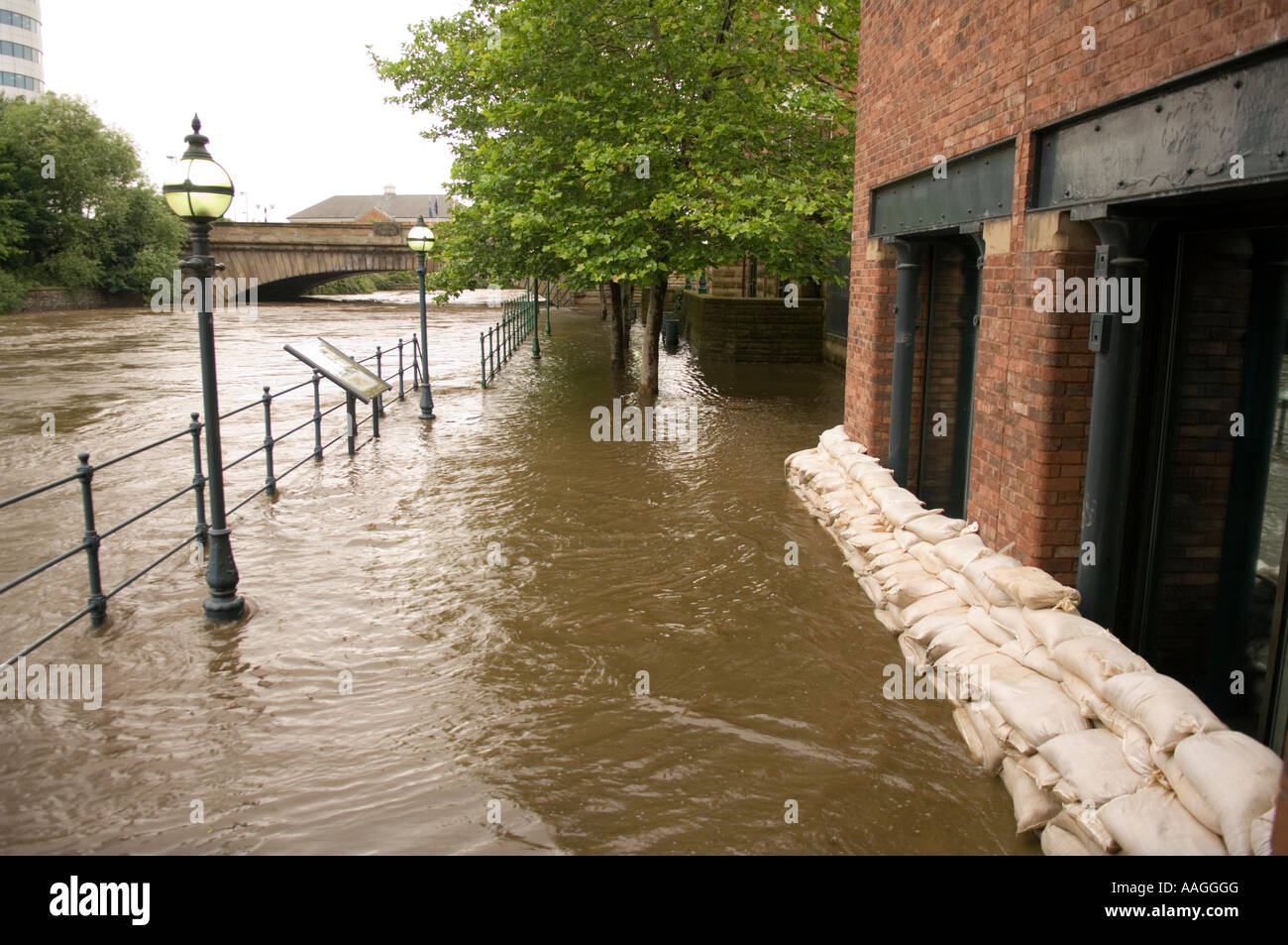 25 June 2007 Flooded River Aire tow path and sandbagged offices at Sovereign Street, Leeds, with Victoria Bridge Stock Photo