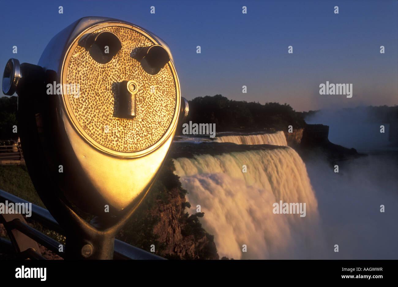 USA New York Niagara Falls American Falls viewing telescope illuminated by warm sunlight - Stock Image