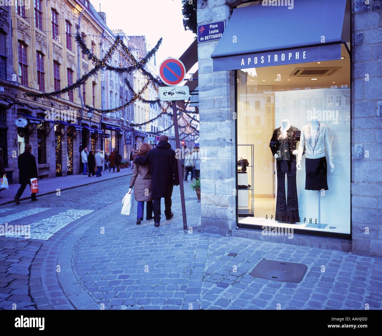 FRANCE NORD/PAS-DE-CALAIS   LILLE VIEUX LILLE   CHRISTMAS SHOPPING - Stock Image