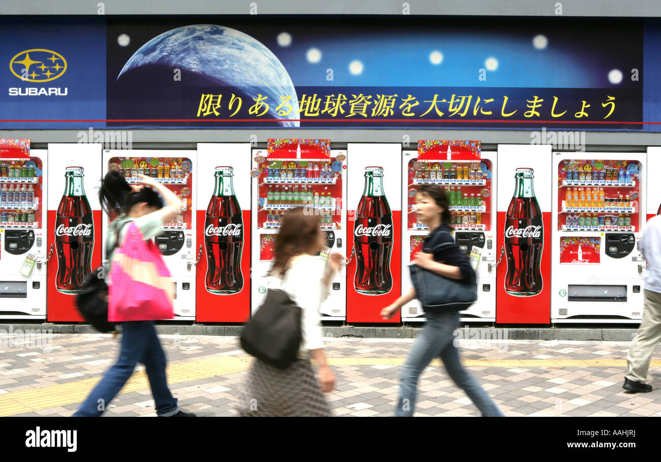 JPN Japan Tokyo drinks machine Coca Cola advertising - Stock Image