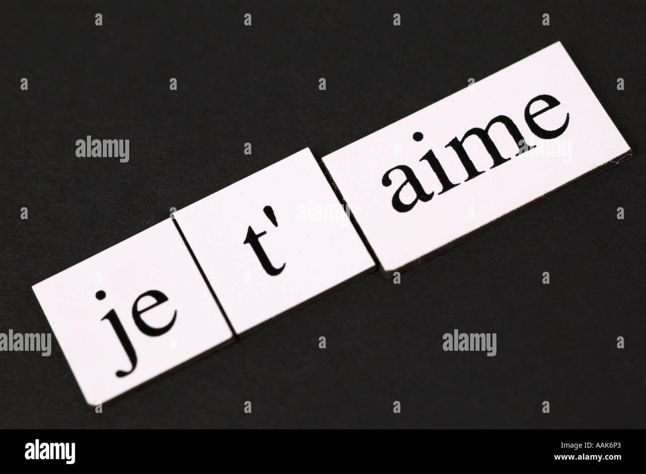Magnetic fridge words spelling out Je t'aime - Stock Image