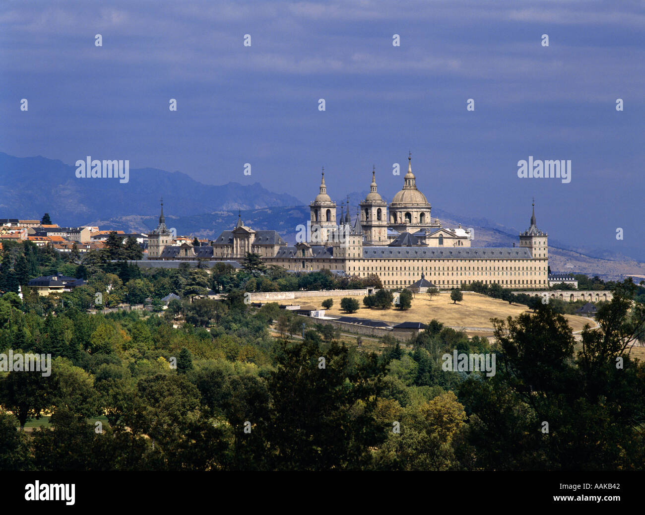 El Escorial monastery with the Sierra de Guadarrama behind San Lorenzo de El Escorial Castilla León Spain Stock Photo