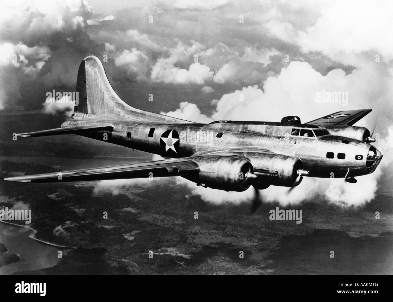 1940s WORLD WAR II AIRPLANE BOEING B-17E BOMBER FLYING THROUGH CLOUDS - Stock Image
