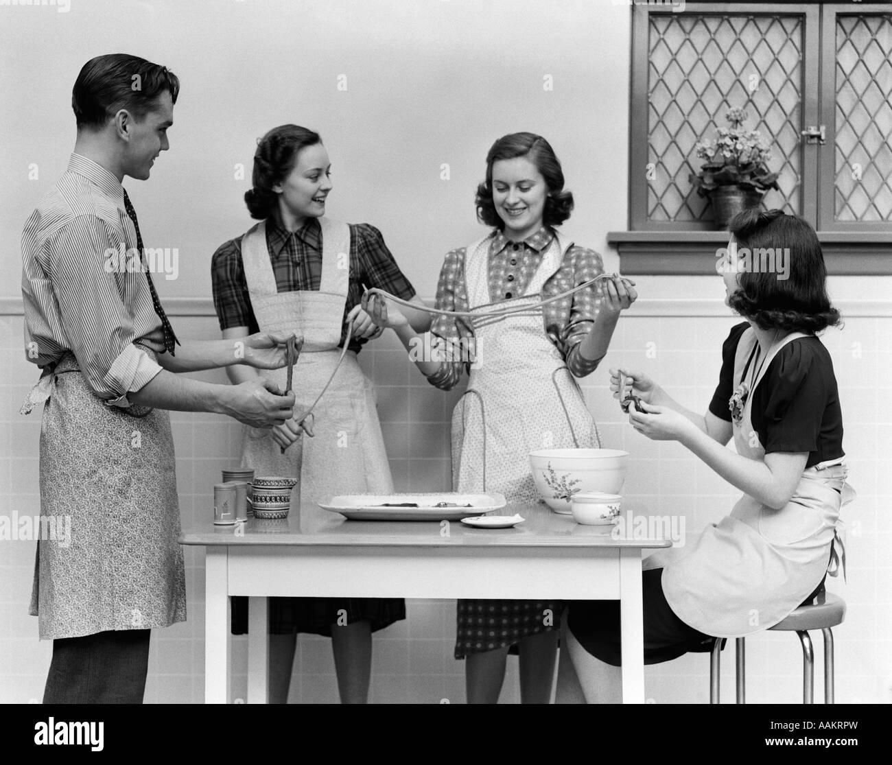 1940 S Women Apron Stock Photos Amp 1940 S Women Apron Stock
