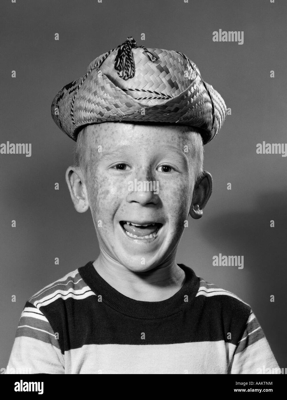1950s SMILING GOOFY FRECKLE FACED BOY WEARING SILLY TOO SMALL STRAW COWBOY  HAT c14266eda93