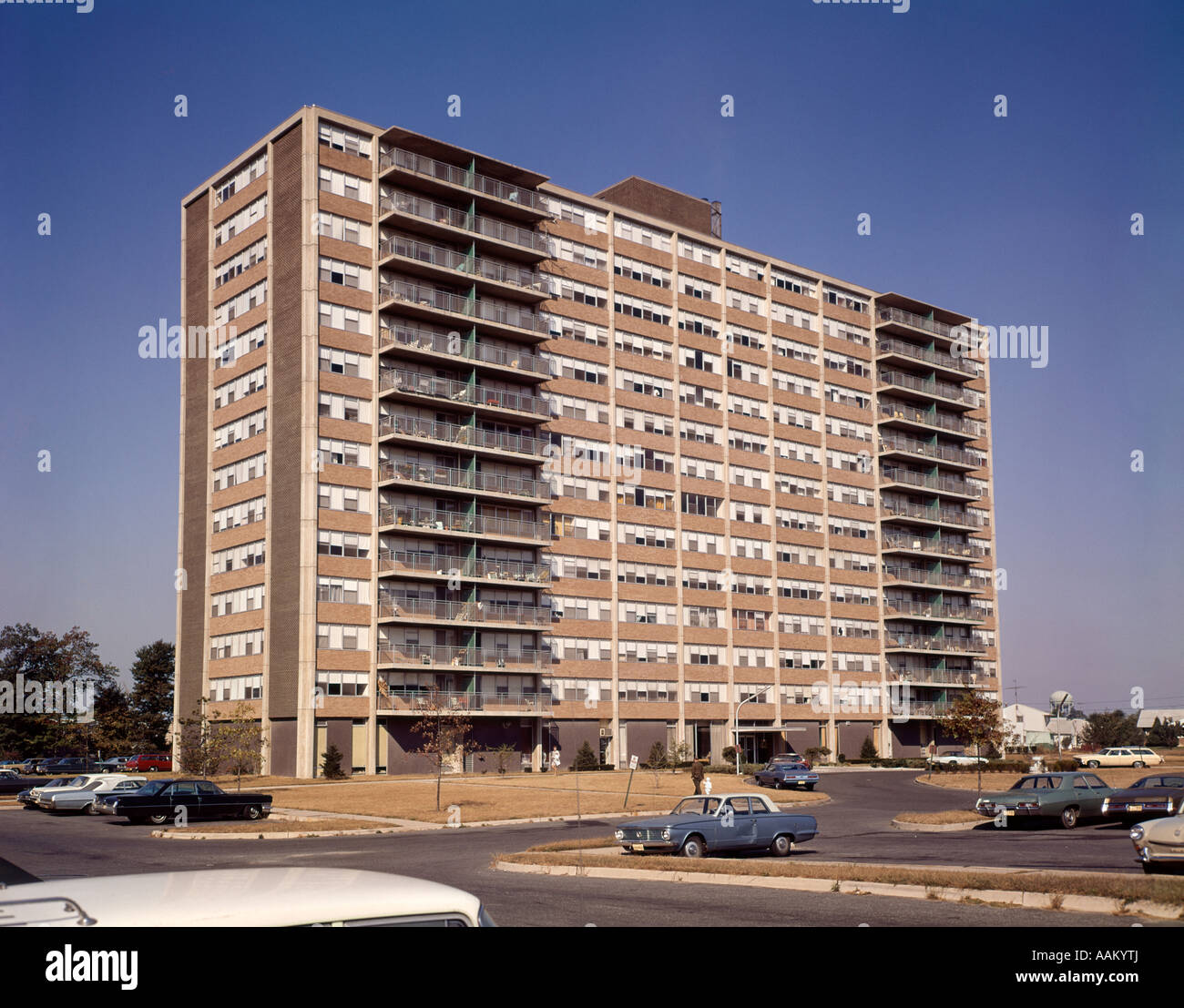 1960s ARCHITECTURE HIGH RISE APARTMENT BUILDING - Stock Image
