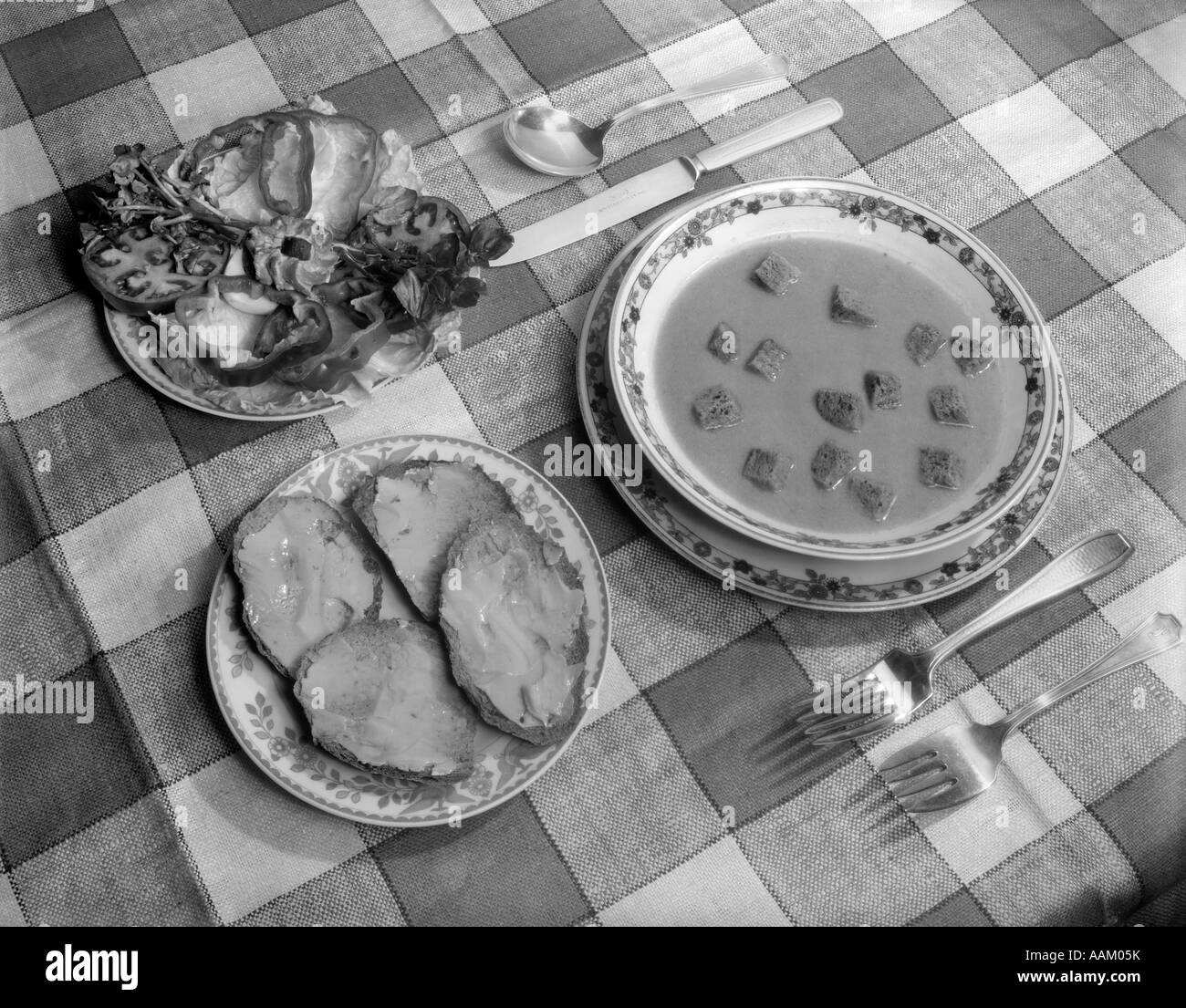 SOUP SALAD TABLE SETTING & SOUP SALAD TABLE SETTING Stock Photo: 12656958 - Alamy