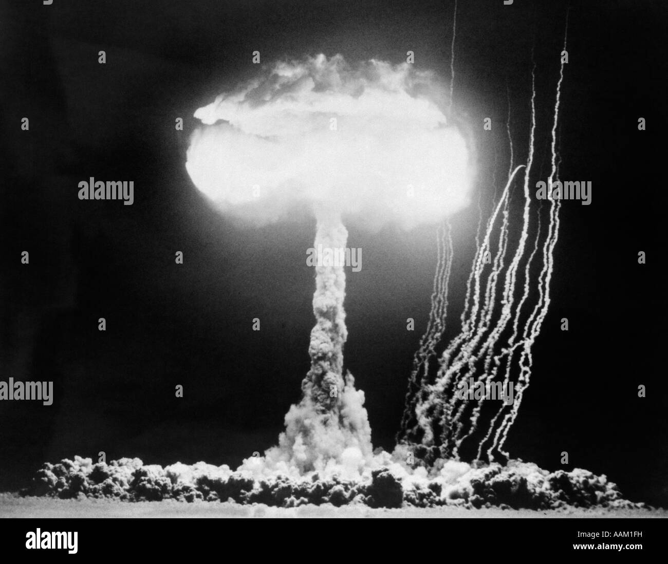 1950s ATOMIC TEST SHOWING THE BLAST AND MUSHROOM CLOUD AT THE NEVADA PROVING GROUNDS Stock Photo