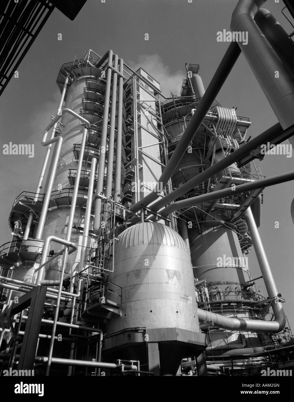 1960s LARGE MACHINERY AT OIL REFINERY - Stock Image