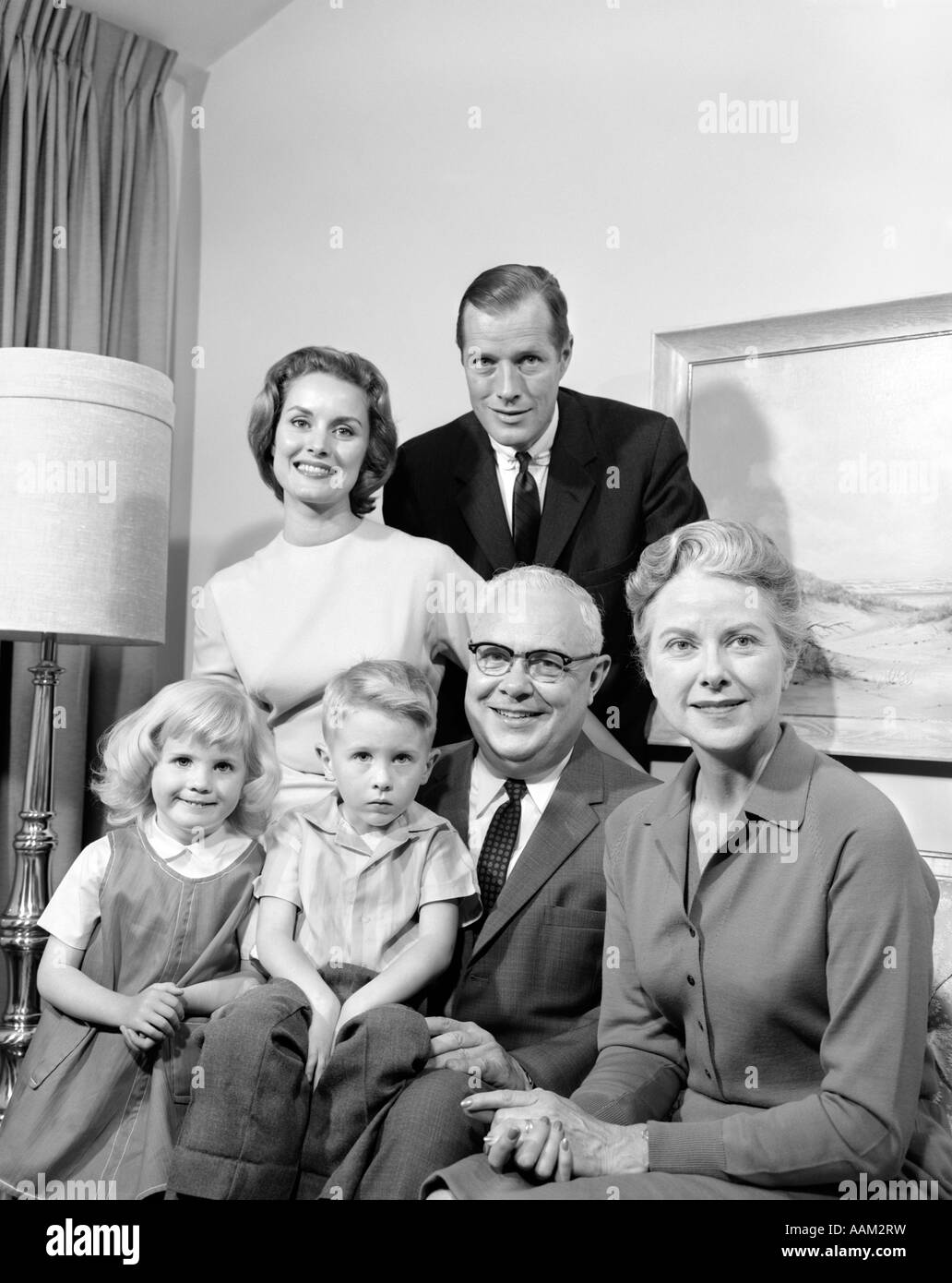 1960s THREE GENERATION FAMILY PORTRAIT MAN WOMAN MOTHER FATHER GRANDPARENTS BOY GIRL - Stock Image