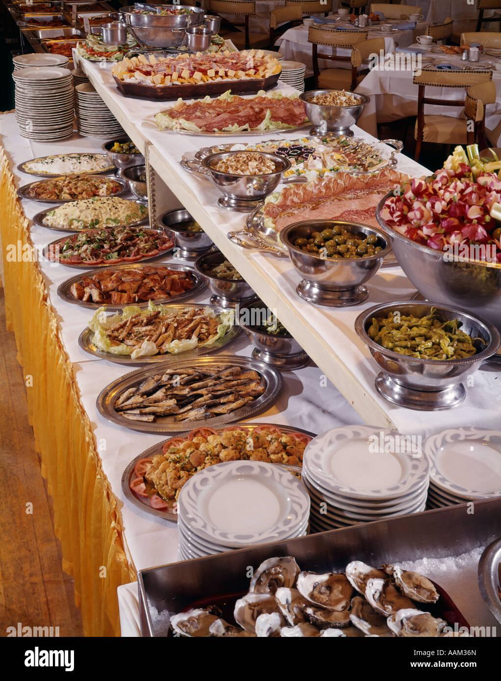 1960s BUFFET TABLE SALAD BAR SMORGASBORD VARIETY - Stock Image