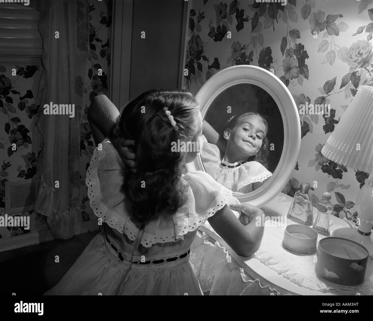 Vintage Vanity Black And White Stock Photos Images Alamy
