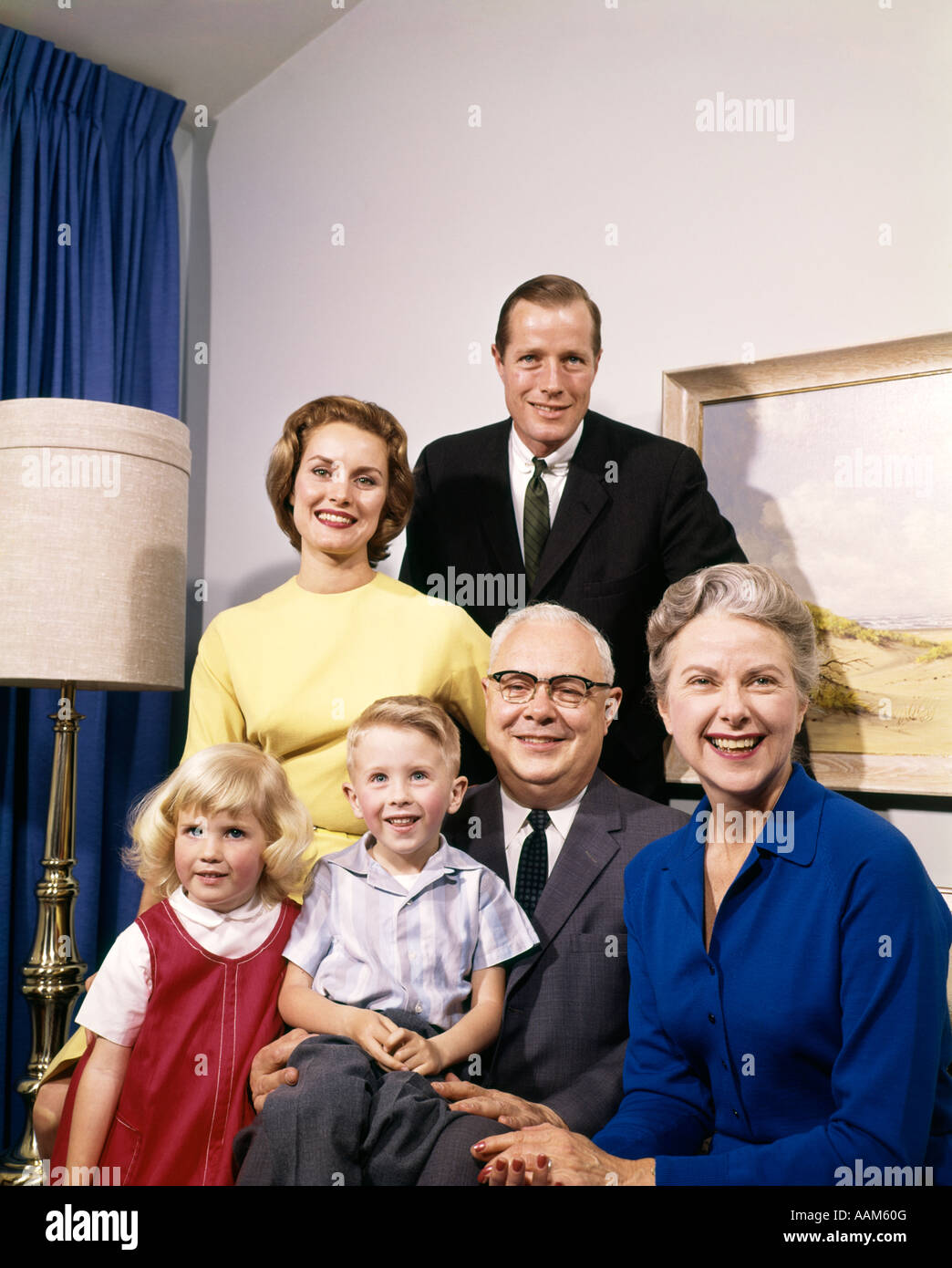 1960s PORTRAIT OF THREE GENERATION FAMILY PARENTS GRANDPARENTS SON DAUGHTER MAN WOMAN BOY GIRL - Stock Image