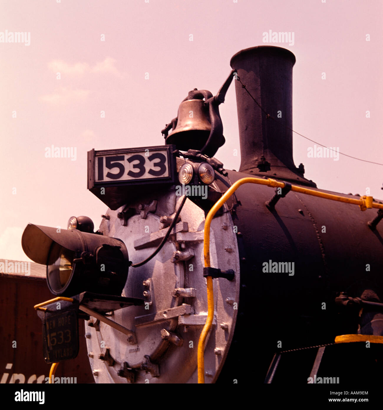 DETAIL OLD TIME STEAM ENGINE LOCOMOTIVE TRAIN NUMBER 1533 STACK BELL RETRO - Stock Image