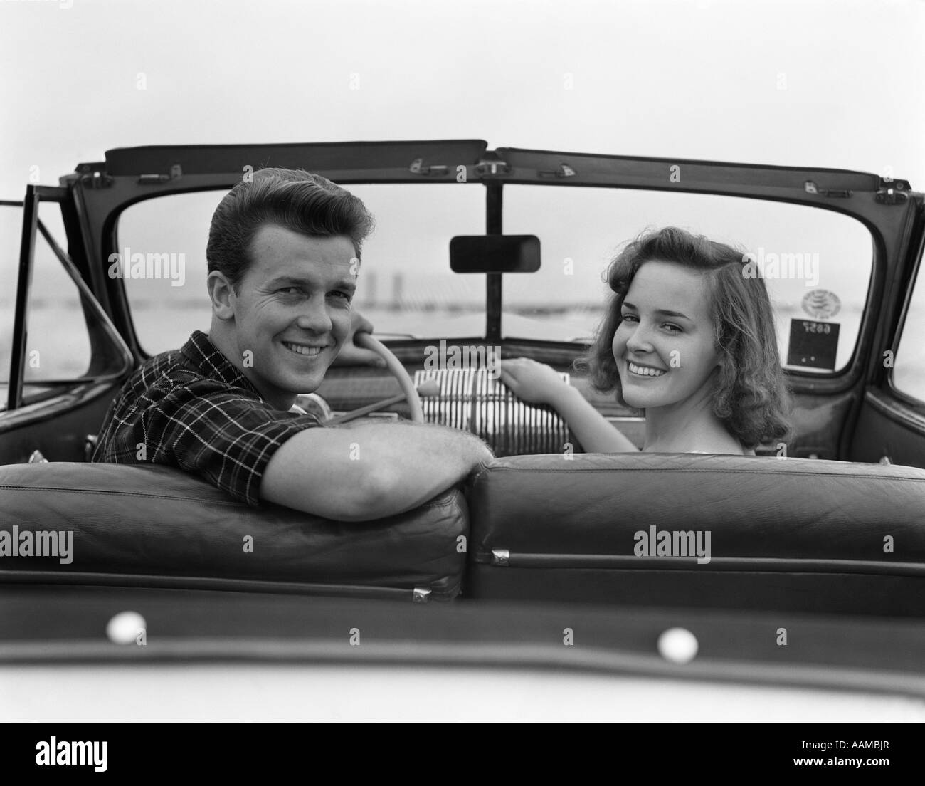 1940s CONVERTIBLE COUPLE MAN WOMAN DATE SMILE CAR