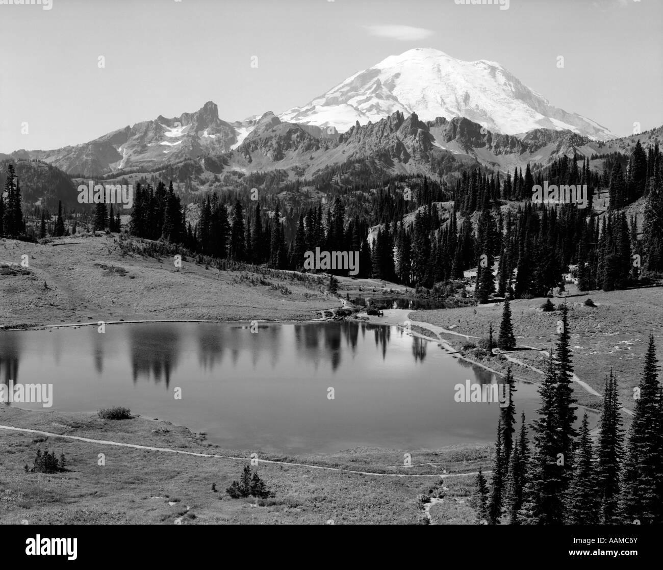 1930s MOUNTAIN LAKE - Stock Image
