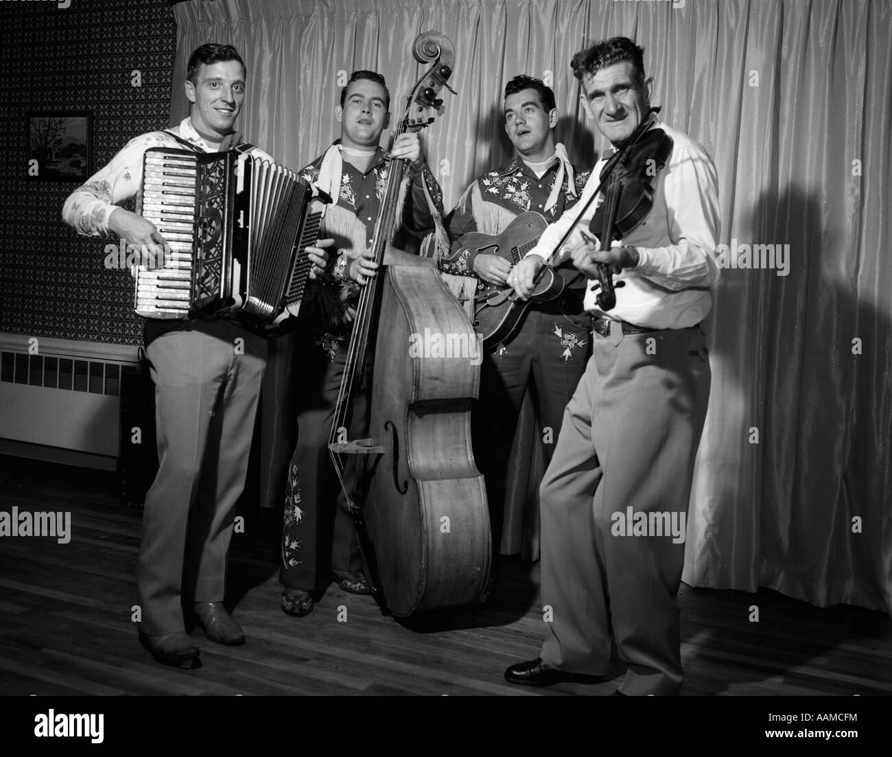 1950s FOUR-PIECE BAND WITH ACCORDION STAND-UP BASS GUITAR & FIDDLE - Stock Image