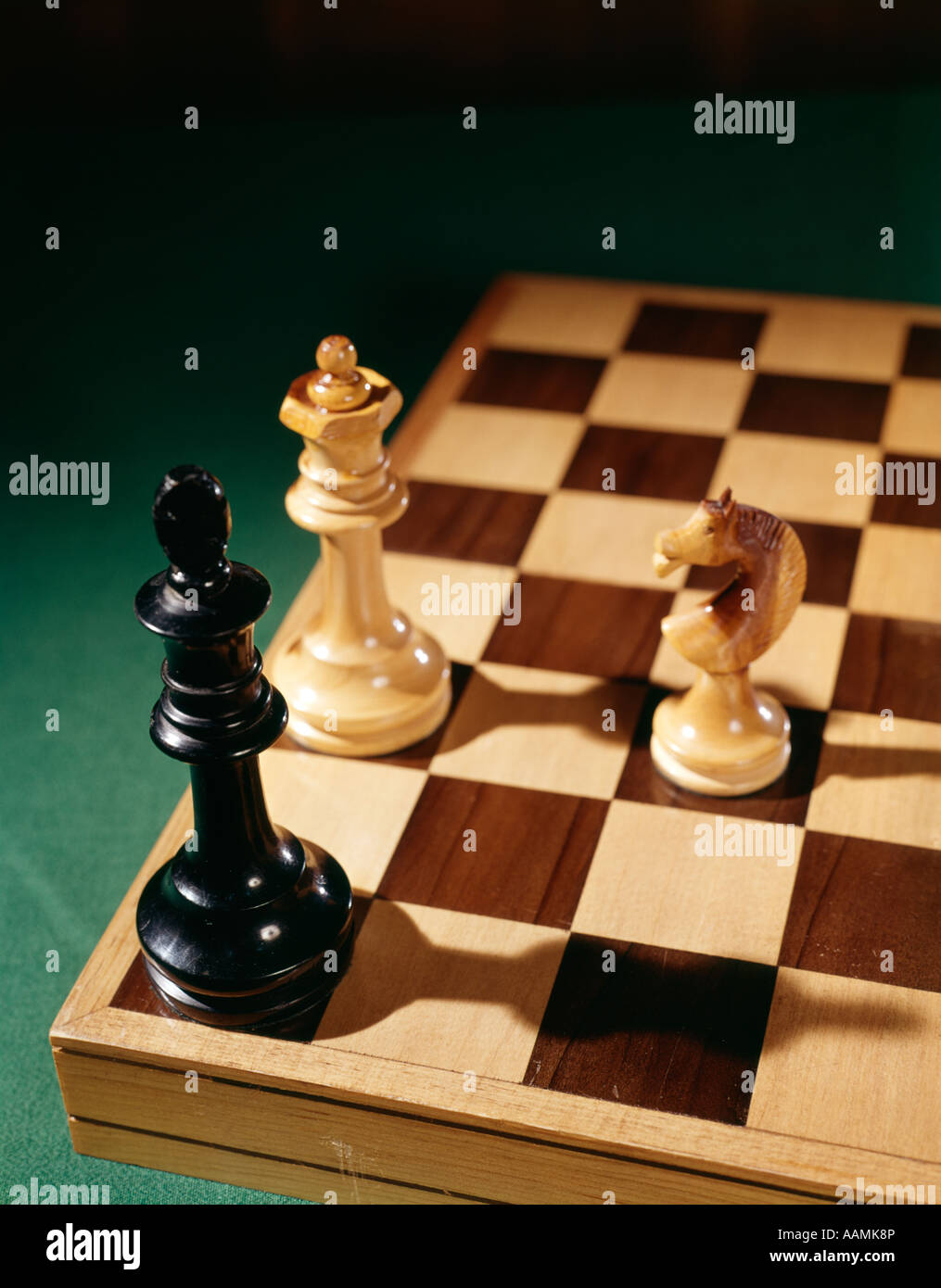 3 CHESS PIECES ON CHESSBOARD CHECKMATE GAME STRATEGY GAMES WIN RETRO - Stock Image