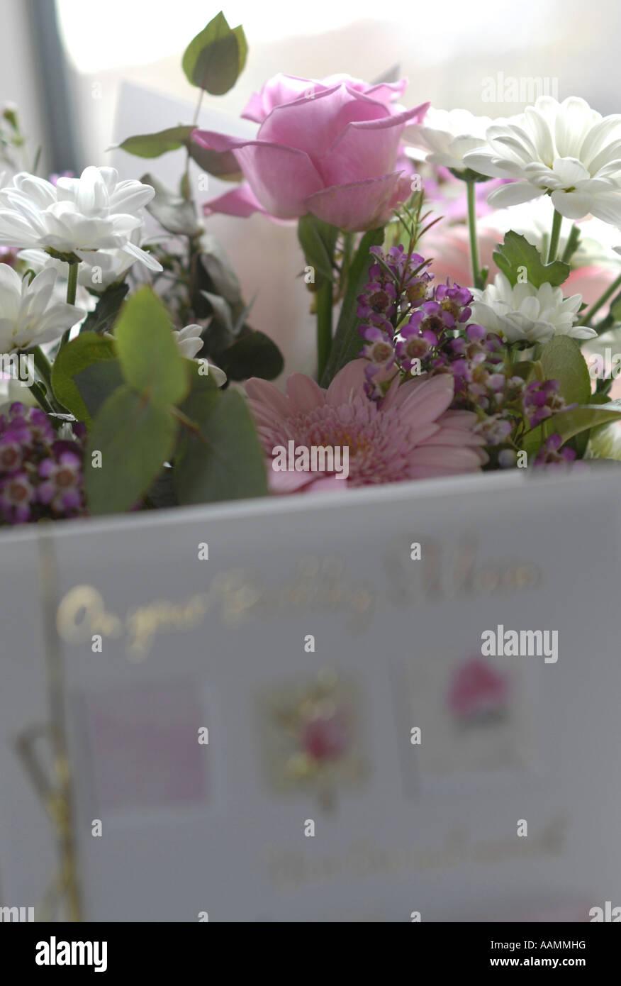 Birthday Card And Flowers To Mum Stock Photo 12663819 Alamy