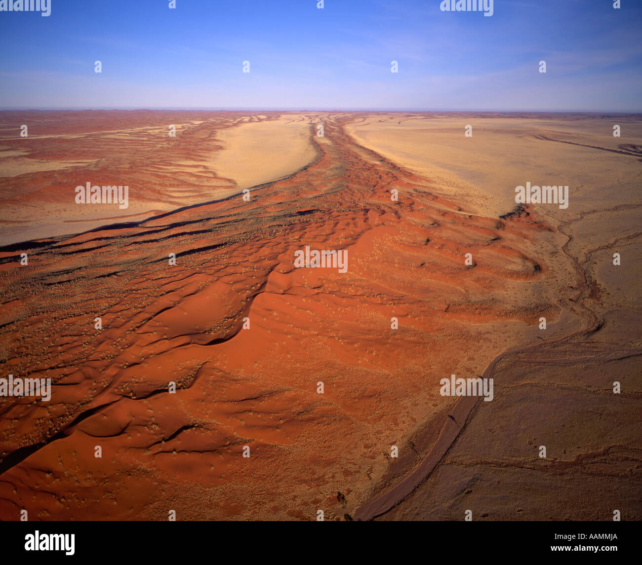 Linear sand dunes in the Namib Naukluft National Park, Namibia - Stock Image