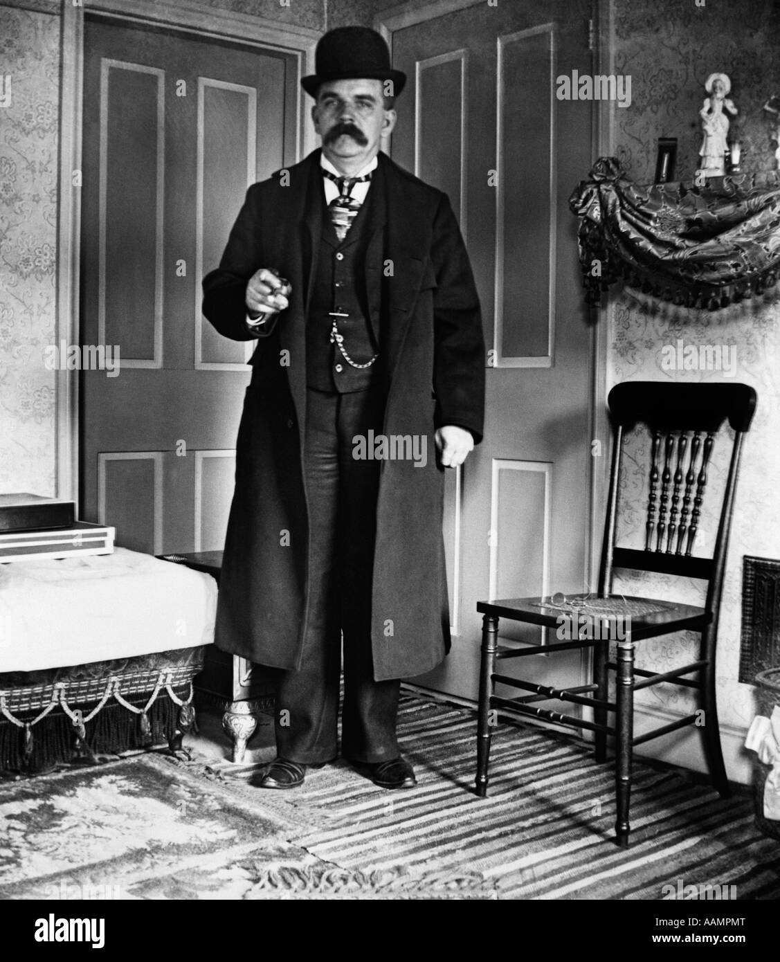 1890s 1900s TURN OF THE CENTURY MAN WITH BUSHY MUSTACHE WEARING BOWLER THREE-PIECE SUIT WITH POCKET WATCH & - Stock Image