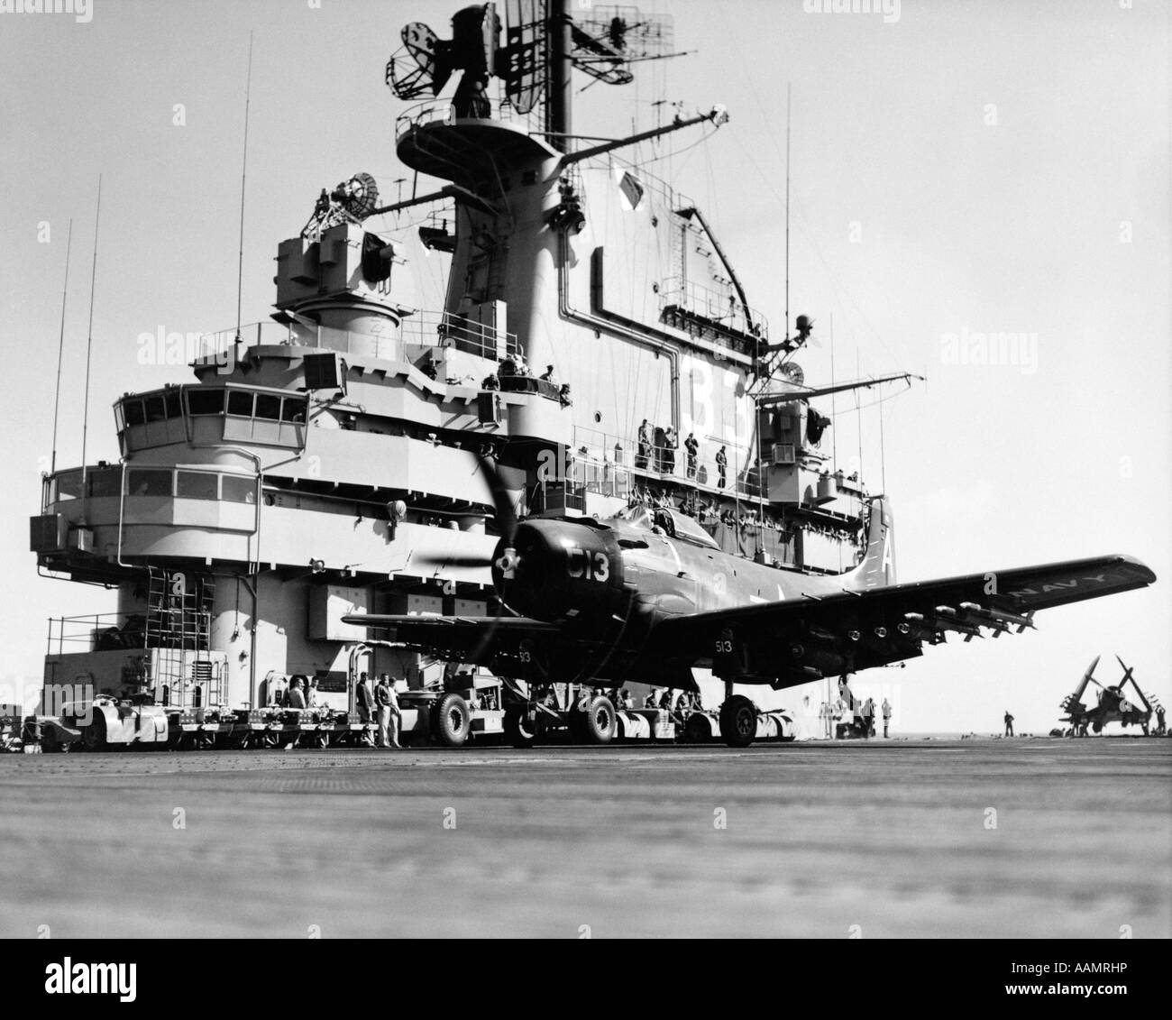 1950s LAUNCHING ATTACK BOMBER AIRPLANE FROM DECK OF AIRCRAFT CARRIER DURING KOREAN WAR US NAVY SHIP USS KEARSARGE - Stock Image