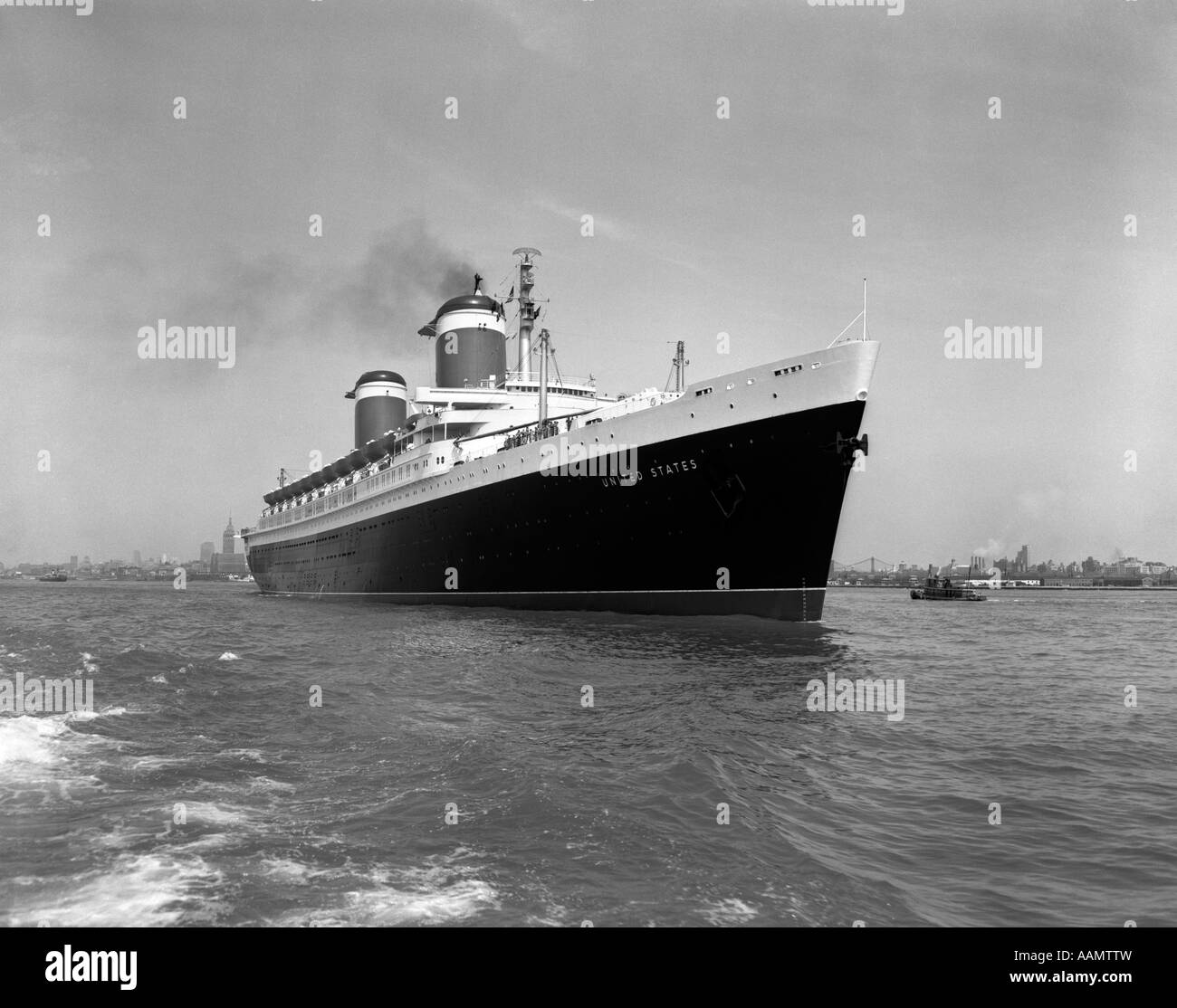 1950s SS UNITED STATES PASSENGER STEAMSHIP OCEAN LINER - Stock Image