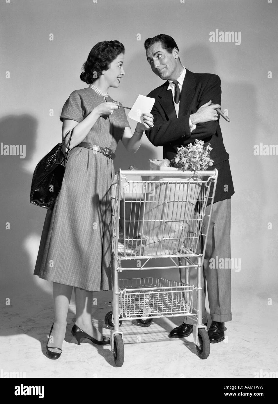 grocery shopping 1950s stock photos amp grocery shopping