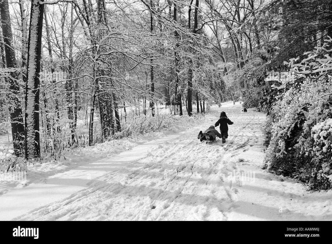 Sledding in bianco e nero Immagini Stock Immagini - Alamy-2708