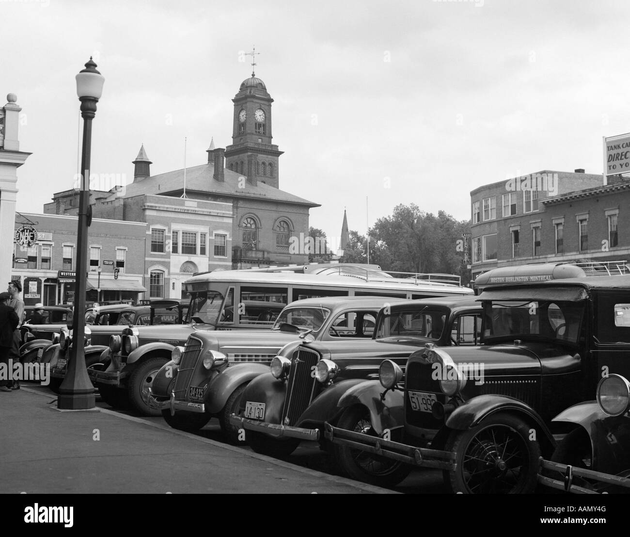 1930s BUSES CARS PARKED SMALL TOWN SQUARE SMALL TOWN CLAREMONT NEW HAMPSHIRE USA - Stock Image
