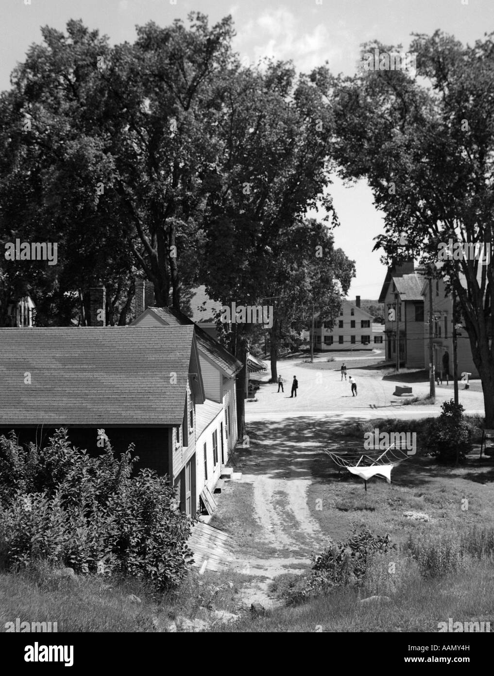 1930s VIEW OF SMALL TOWN NEW ENGLAND SMALL TOWN SUMMER SCENE QUIET VILLAGE VEAZIE NEAR BANGOR MAINE USA - Stock Image