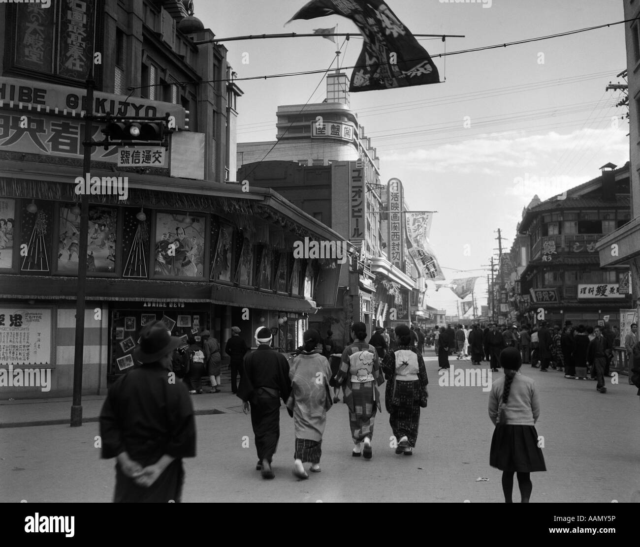 1930s PEOPLE STROLLING STREET SCENE TOKYO THEATER STREET - Stock Image