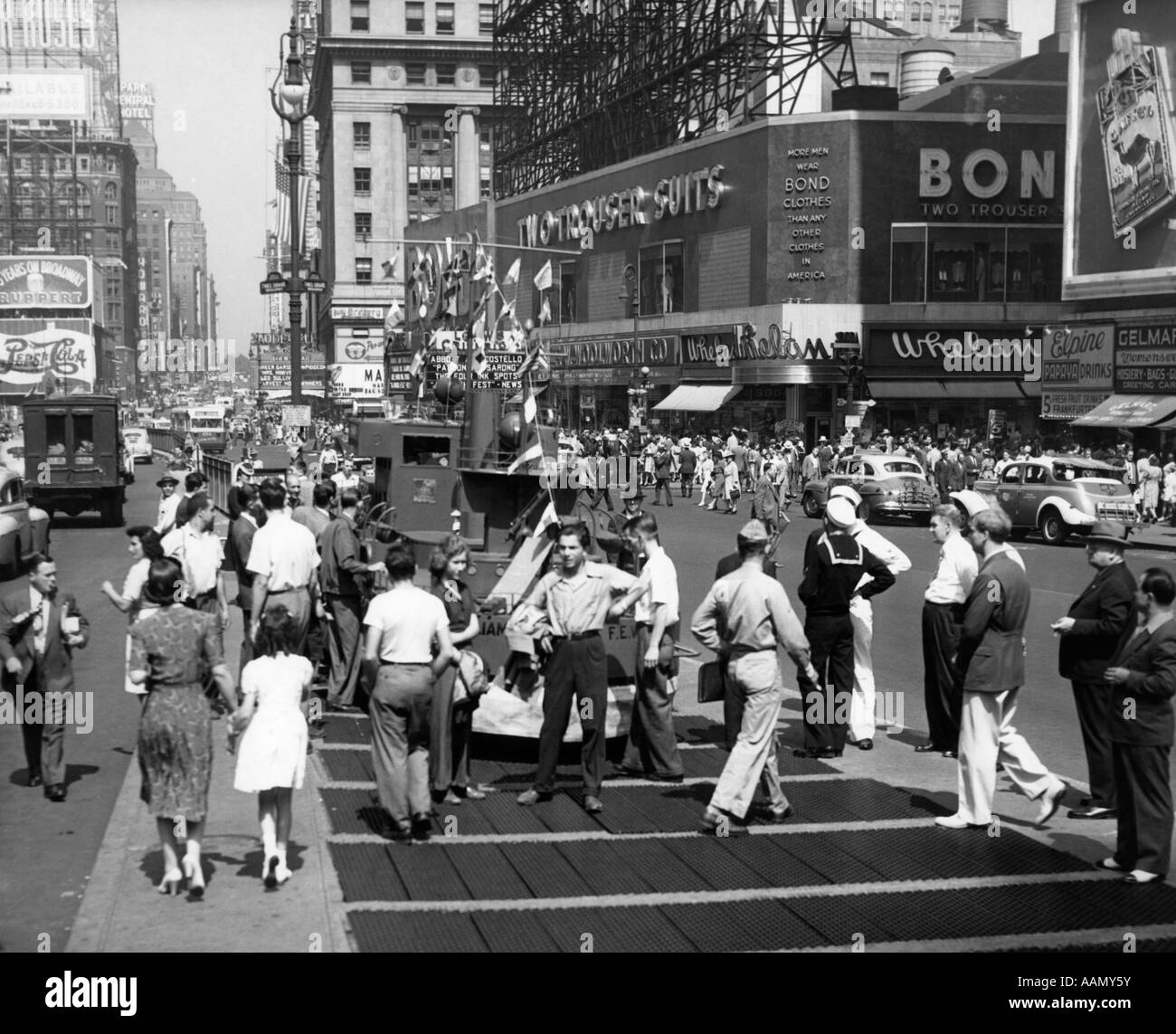 1940s WWII WARTIME TIMES SQUARE MANHATTAN PEDESTRIANS TRAFFIC TWO SAILORS NEAR MODEL OF NAVY SHIP RECRUITING STATION - Stock Image