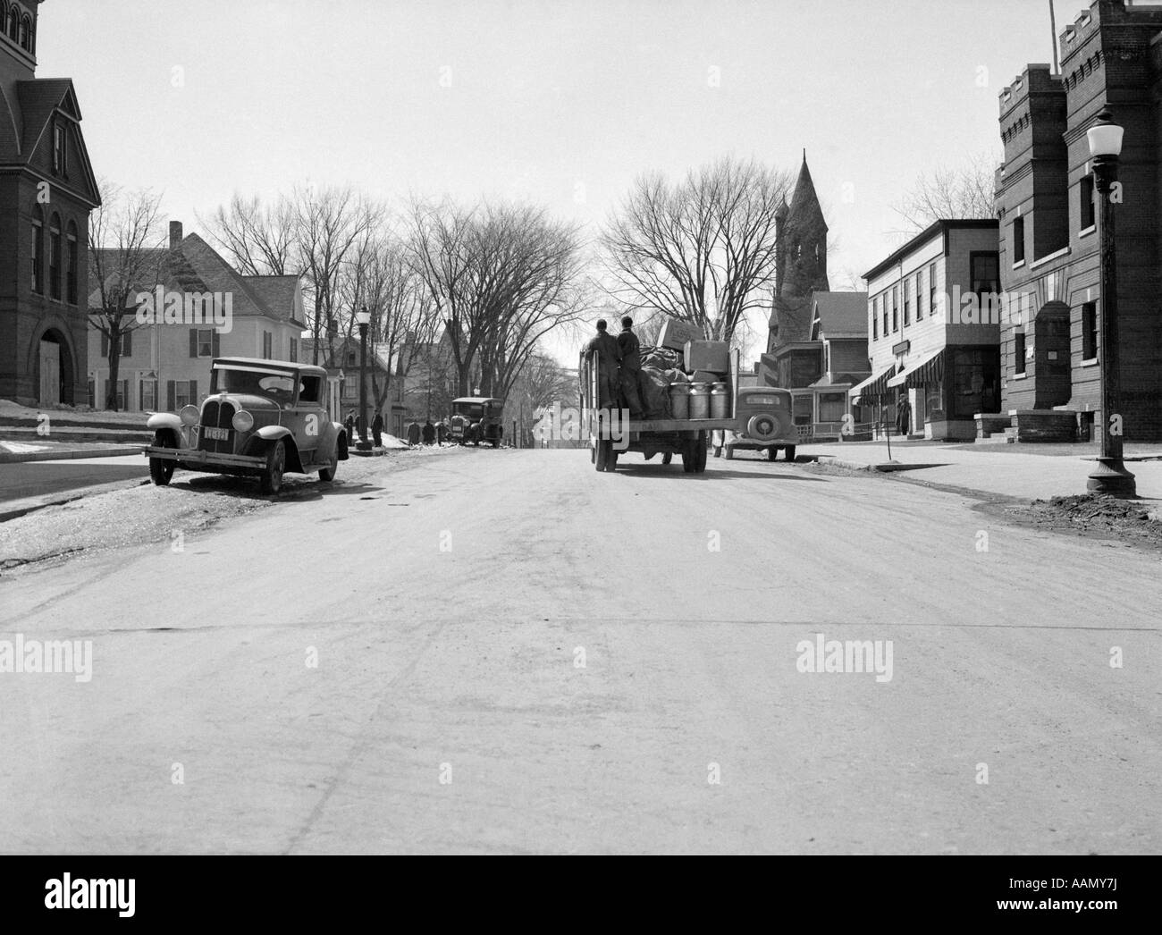 1930s 1940S SMALL TOWN AMERICAN CARS TRUCK ON MAIN STREET NEWPORT VERMONT USA - Stock Image