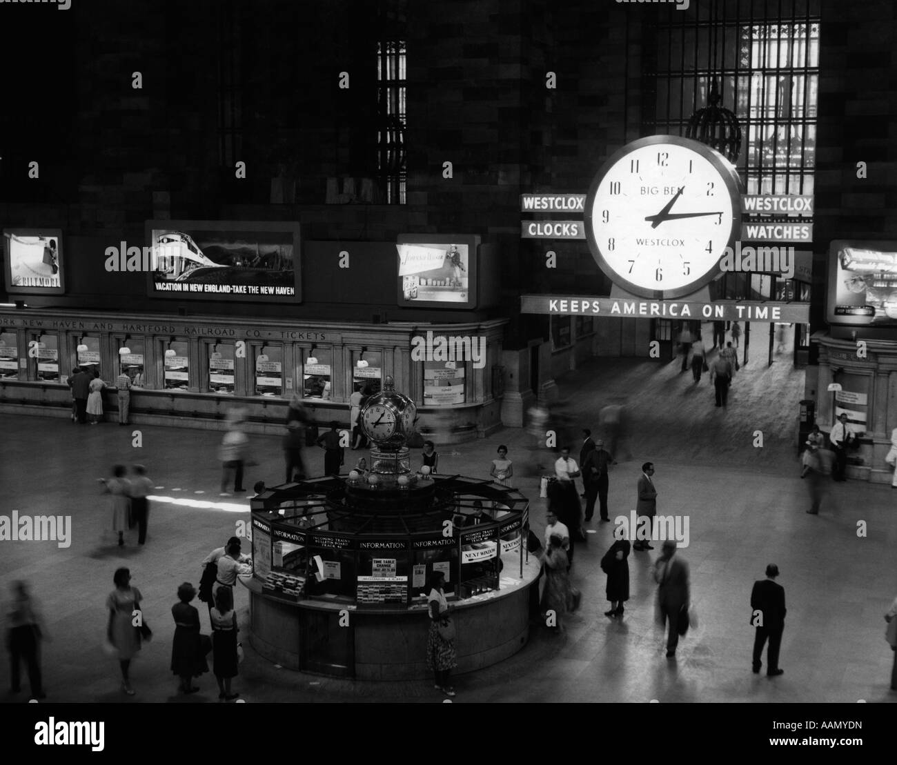 1950s 1959 GRAND CENTRAL PASSENGER RAILROAD STATION MAIN HALL INFORMATION BOOTH AND TRAIN TICKET WINDOWS NYC NY - Stock Image