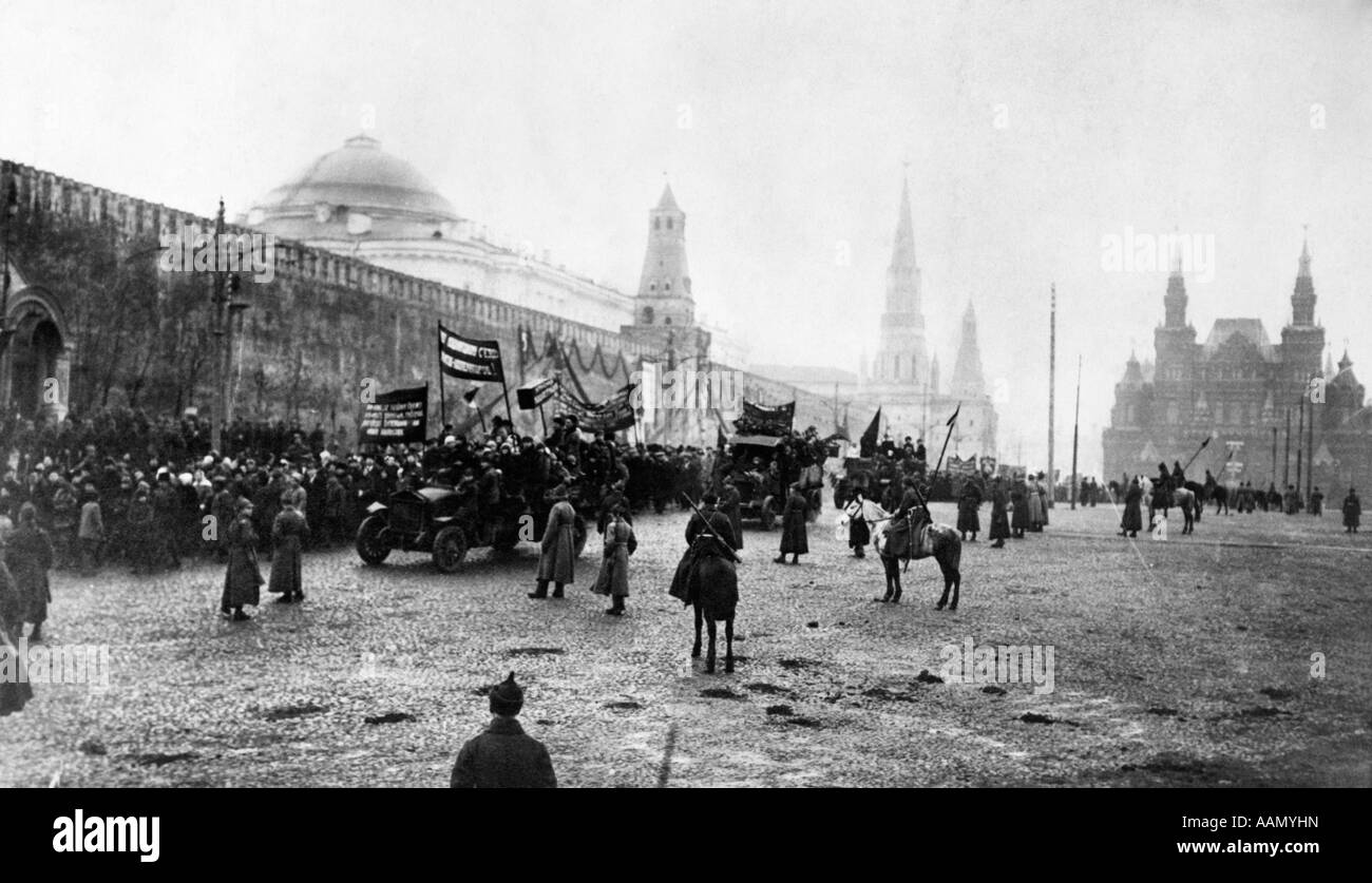 MOSCOW APRIL 1923 COMMUNIST RALLY PARADE DEMONSTRATION IN RED SQUARE KREMLIN RUSSIAN REVOLUTION POLITICS COMMUNISM - Stock Image