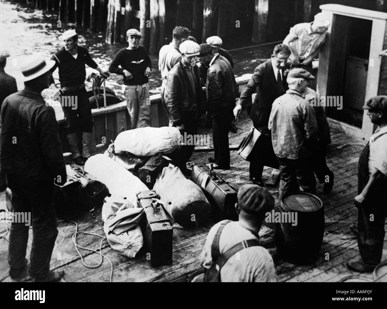 1920s 1930s PROHIBITION CAPTURED RUM RUNNERS ON DECK OF BRITISH SHIP ALCOHOL FORBIDDEN 18TH AMENDMENT - Stock Image