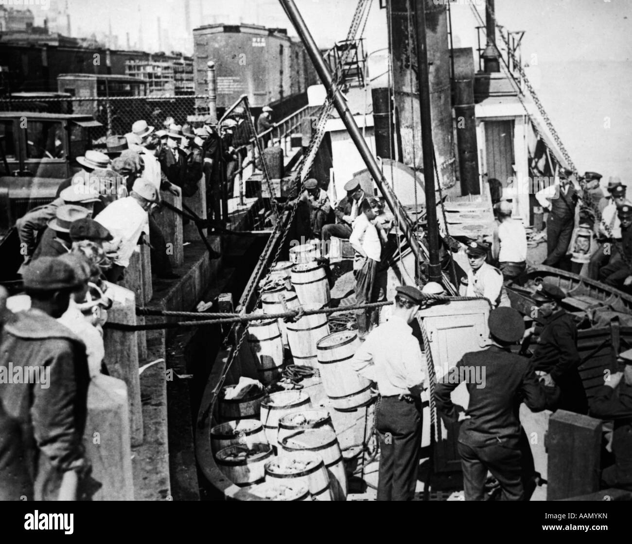 1920s PROHIBITION JUNE 8 1928 OFFICERS ABOARD CAPTURED TUG GERONIMO SEIZE 500 CASES CHAMPAGNE 1000 OF BEER DETROIT - Stock Image