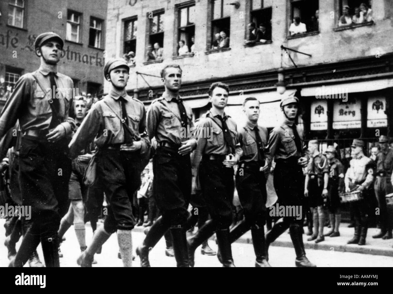 an analysis of german nazis of the 1930s and 1940s In the 1930s and 1940s, southern whites opposed the nazis in the 1930s and 1940s, southern whites who supported jim crow racism fervently opposed the nazi regime some nazi leaders were intrigued.