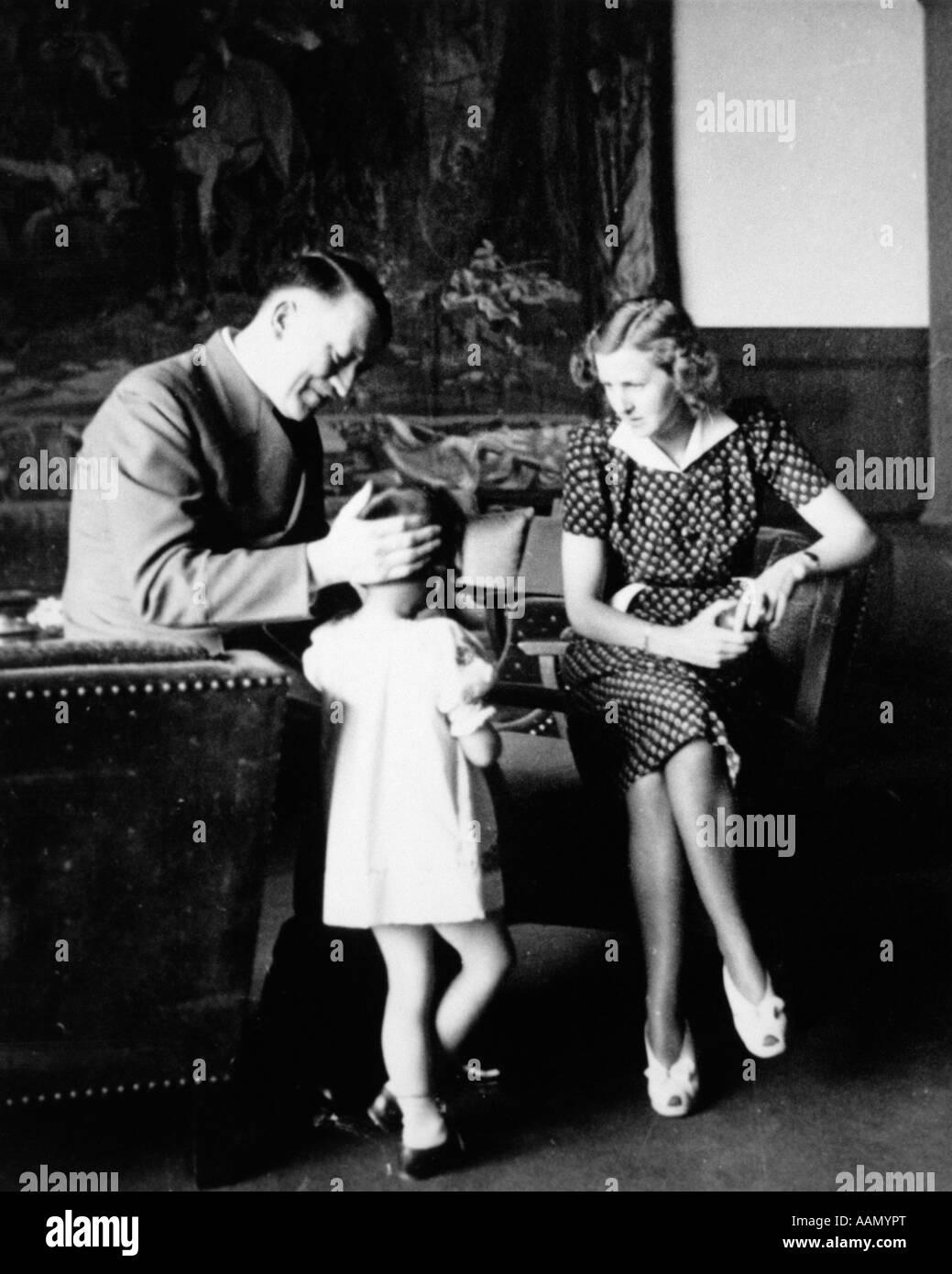 1940s ADOLPH HITLER EVA BRAUN AND USCHI IN STUDY AT BERCHTESGADEN BERCHTESGADEN RETREAT IN BAVARIA - Stock Image