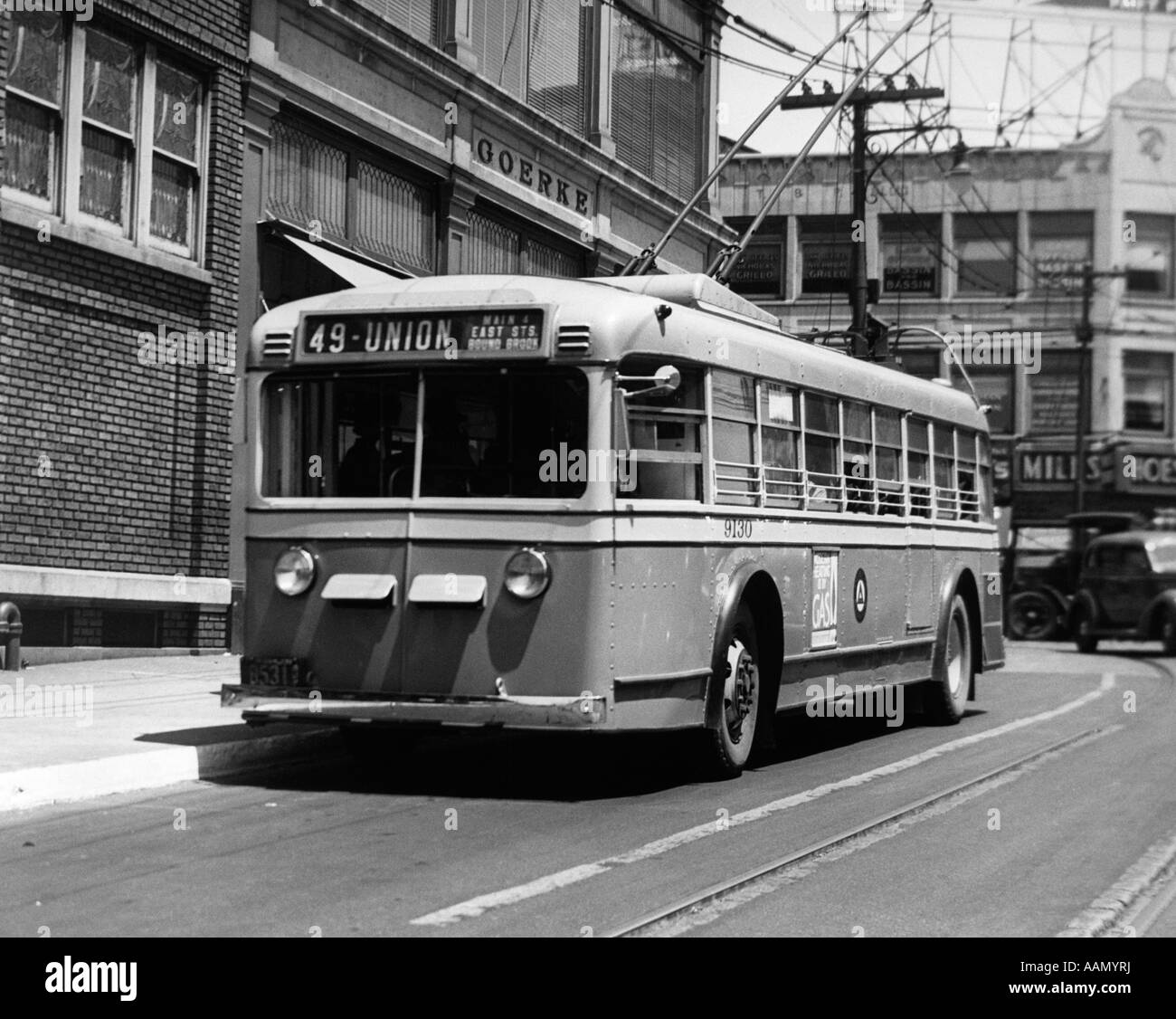 1930s 1940s ALL SERVICE VEHICLE OPERATES AS TRACKLESS TROLLEY ELECTRIC BUS OR GASOLINE BUS PUBLIC TRANSPORTATION - Stock Image