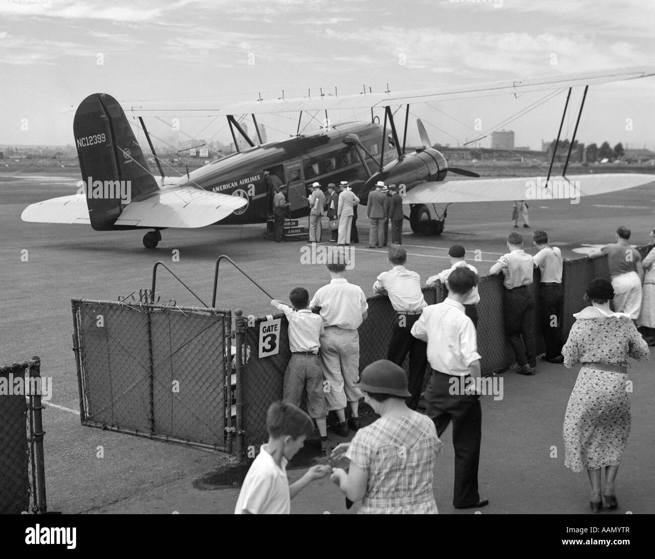 1930s PASSENGERS BOARDING AMERICAN AIRLINES CONDOR BIPLANE AIRPLANE FOR COMMERCIAL FLIGHT FROM NEWARK NEW JERSEY - Stock Image