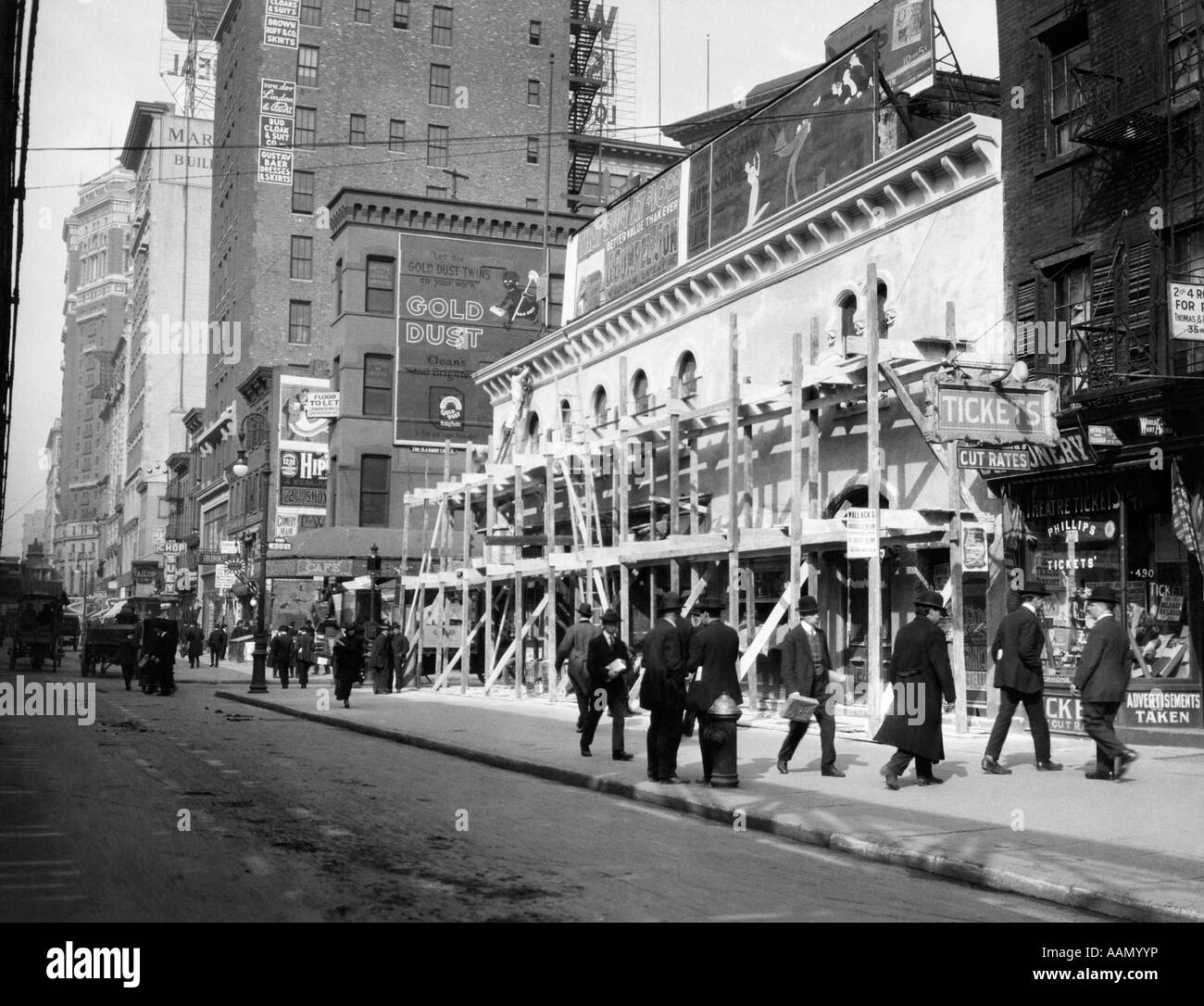 1915 1916 NEW YORK CITY HAYMARKET THEATER BECOMES MOVIE HOUSE END OF THE TENDERLOIN 6TH AVENUE AND 30TH STREET - Stock Image